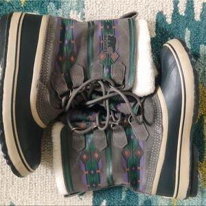 Waterproof snow boots w/ tribal print